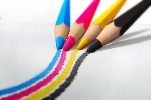 progettazione grafica matite colorate